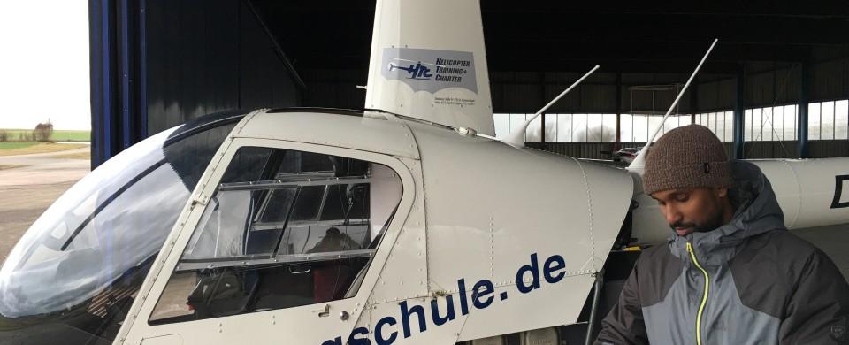 Systemeinweisung R22 im Hangar